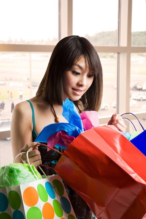 Mulher asiática de compra fotos de stock royalty free