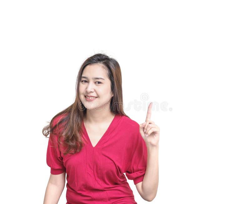 A mulher asiática do close up sustenta um movimento do dedo com a cara do sorriso isolada no fundo branco com espaço da cópia foto de stock royalty free