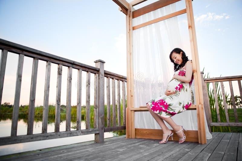 Mulher asiática grávida imagens de stock