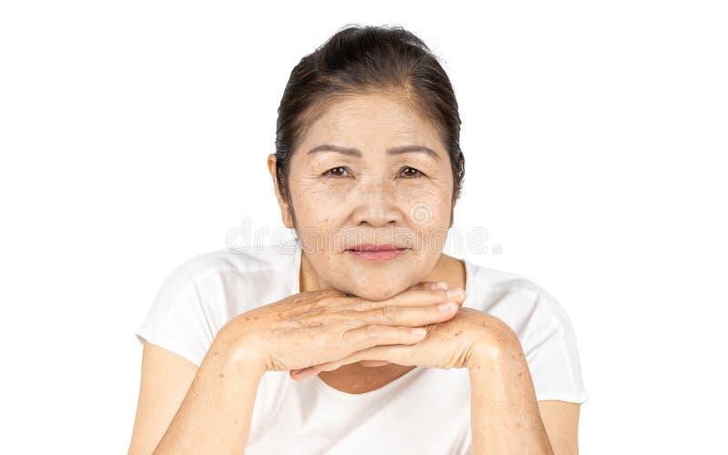 Mulher asiática idosa na cabeça isolada do estúdio disparada com conceito da beleza fotos de stock royalty free
