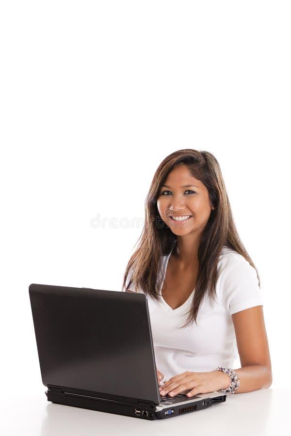 Mulher asiática no portátil imagens de stock royalty free