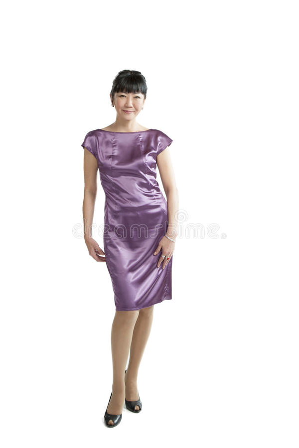 Mulher asiática no vestido roxo fotografia de stock royalty free