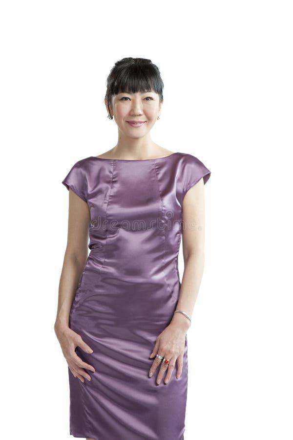 Mulher asiática no vestido roxo imagem de stock royalty free
