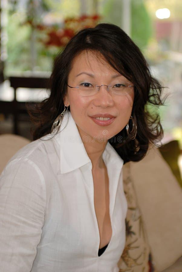 Mulher asiática nova fotografia de stock royalty free