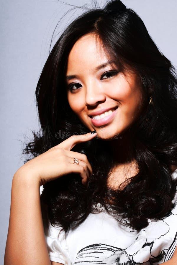 Mulher asiática nova bonita imagem de stock royalty free