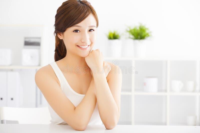 Mulher asiática nova bonita imagens de stock
