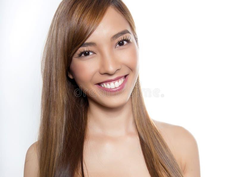 Mulher asiática nova bonita com pele sem falhas imagens de stock royalty free