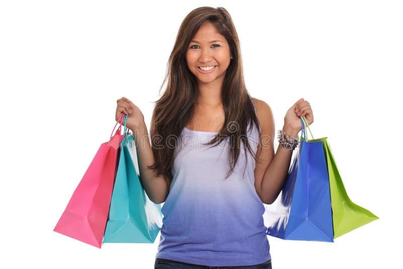 Mulher asiática nova com sacos de compra foto de stock royalty free