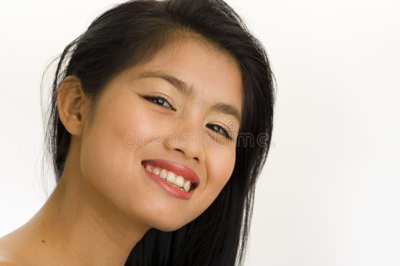 Mulher asiática nova com sorriso grande imagem de stock royalty free