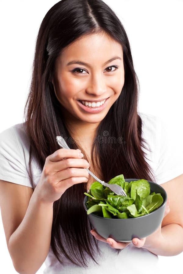 Mulher asiática que come a salada fotografia de stock
