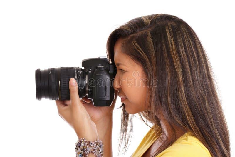 Mulher asiática que toma uma foto fotografia de stock