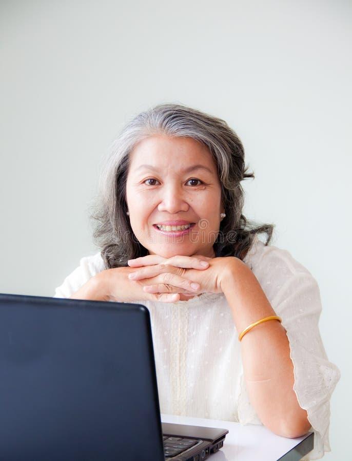 Mulher asiática sênior imagens de stock