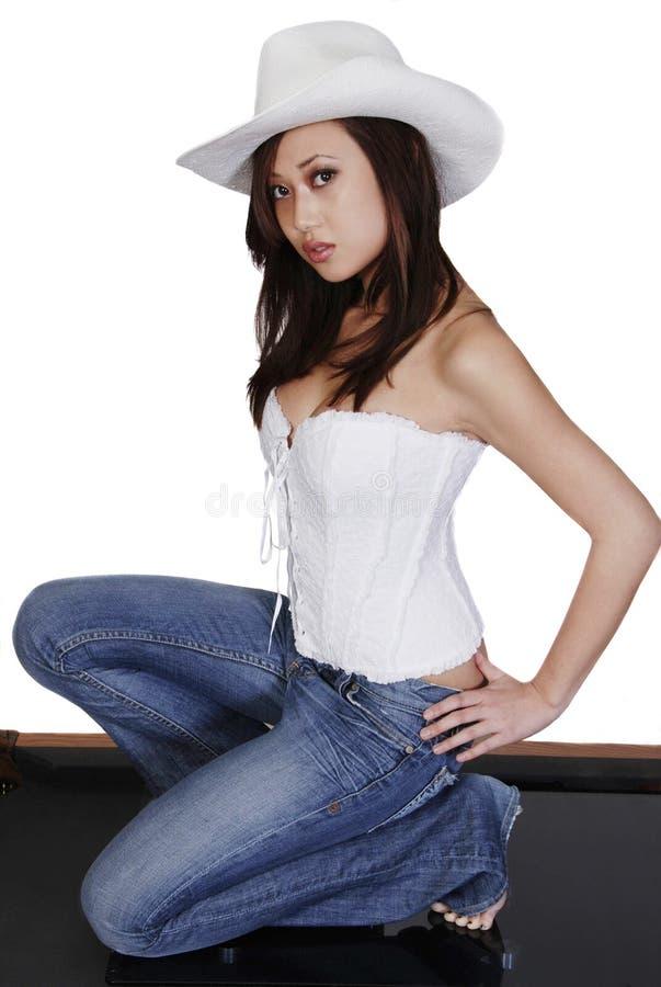 Mulher asiática 'sexy' no chapéu de cowboy fotografia de stock royalty free