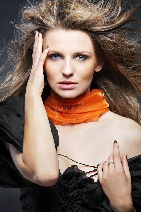 Mulher atrativa com cabelo longo. imagens de stock royalty free