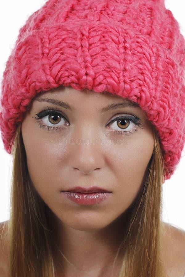 Mulher atrativa com chapéu de lã fotografia de stock royalty free