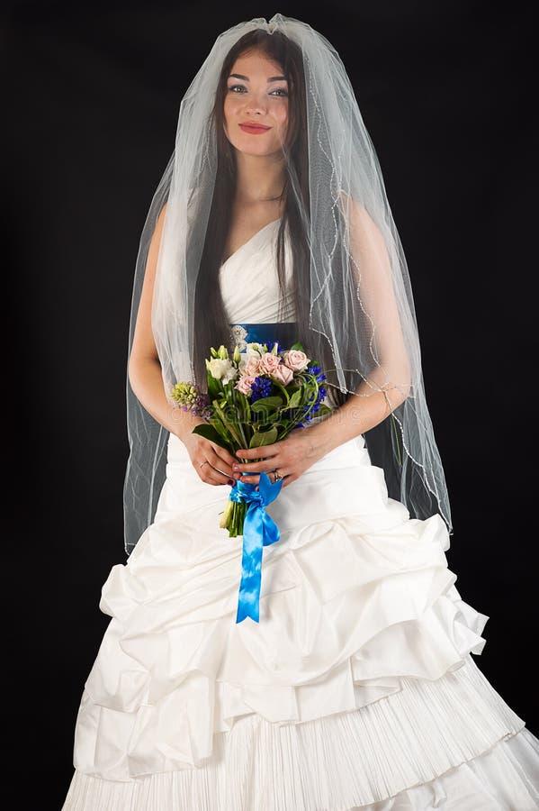 Mulher atrativa em um vestido de casamento fotografia de stock