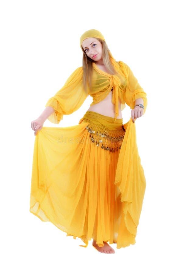 Mulher atrativa no cigano tradicional do traje imagem de stock royalty free