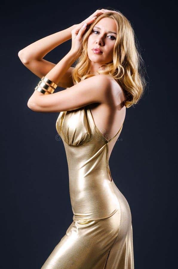 Mulher atrativa no vestido imagens de stock