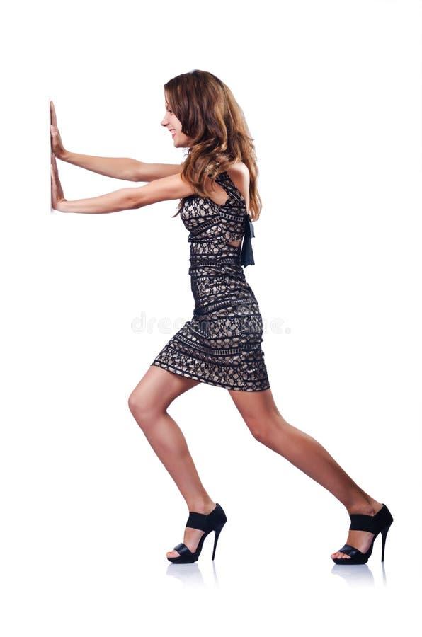 Mulher atrativa nova que empurra obstáculos fotografia de stock