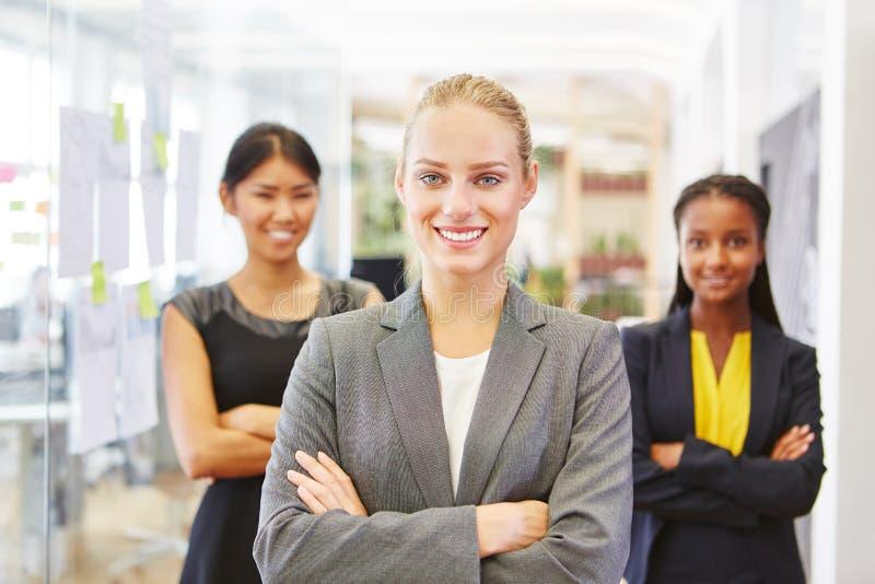 Mulher auto-confiante como o consultante fotos de stock