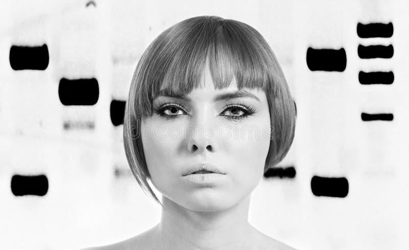 Mulher Bionic com perfil genético fotografia de stock