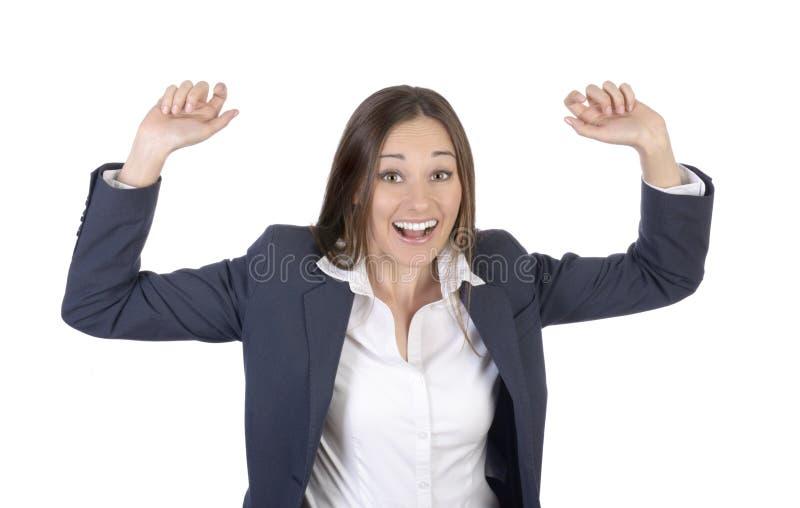 A mulher bonita é feliz e cheering com os braços outstreched fotos de stock royalty free