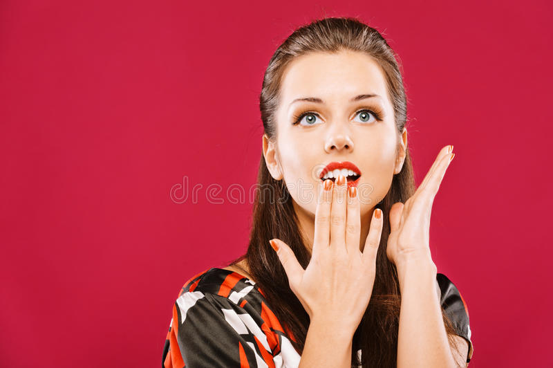 Download A Mulher Bonita Cobre A Boca Imagem de Stock - Imagem de olhar, fêmea: 16851881