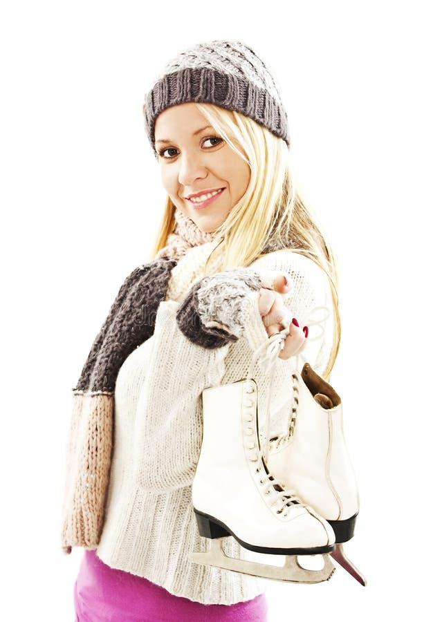 Mulher bonita com activit do esporte de inverno da patinagem no gelo imagem de stock royalty free