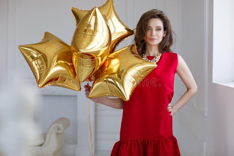 Mulher bonita com balões imagem de stock