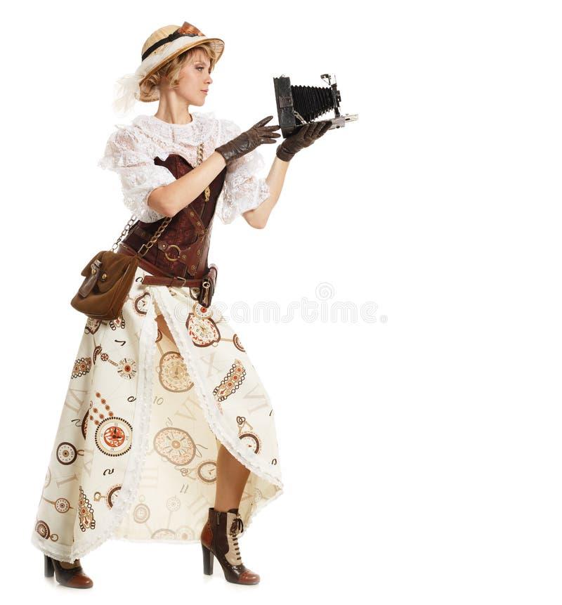 Mulher bonita com câmera retro fotografia de stock royalty free