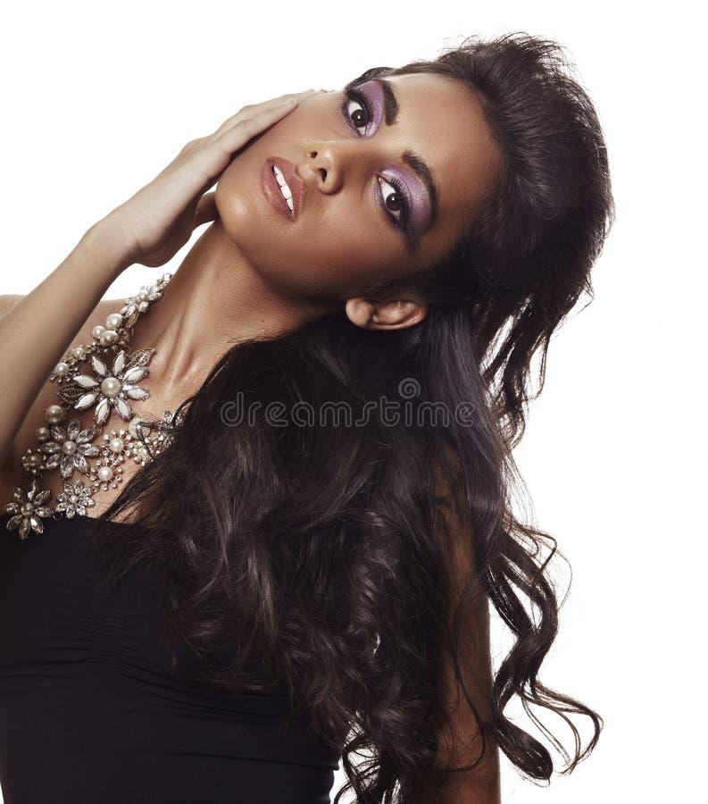 Mulher bonita com cabelo curly longo foto de stock royalty free