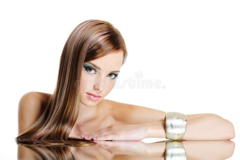 Mulher bonita com cabelo longo reto foto de stock royalty free