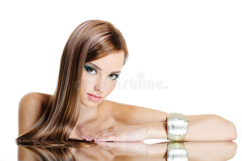 Mulher bonita com cabelo longo reto imagens de stock royalty free