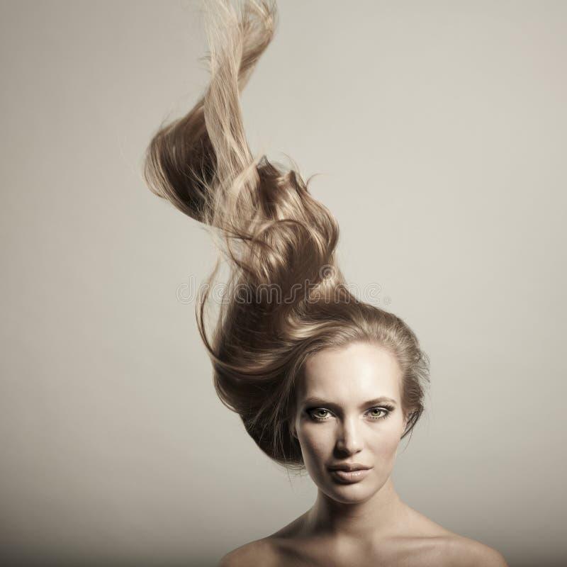 Mulher bonita com cabelo magnífico foto de stock royalty free