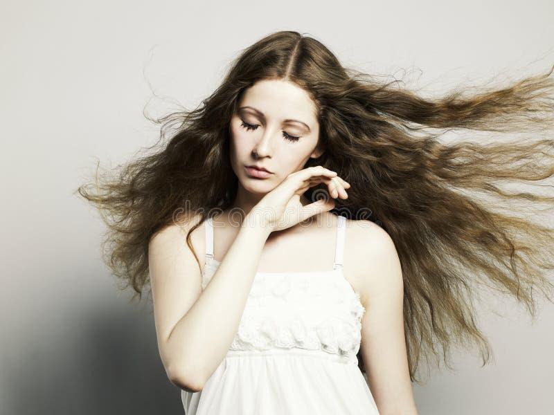 Mulher bonita com cabelo magnífico imagem de stock