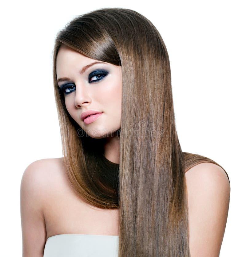 Mulher bonita com cabelo reto longo imagem de stock