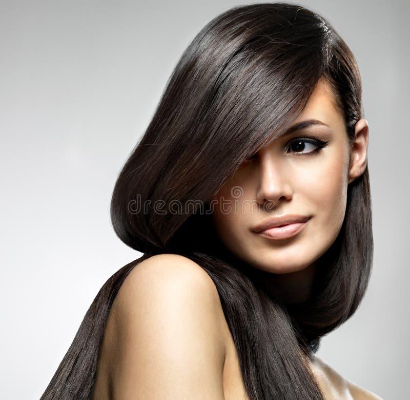 Mulher bonita com cabelo reto longo fotografia de stock royalty free