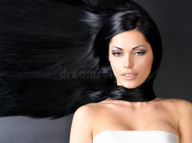 Mulher bonita com cabelo reto longo fotos de stock royalty free