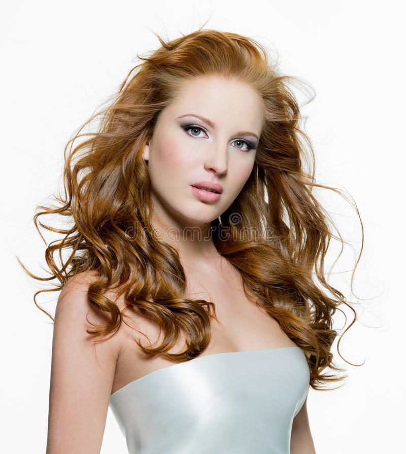 Mulher bonita com cabelos curly-dirigidos longos imagens de stock royalty free