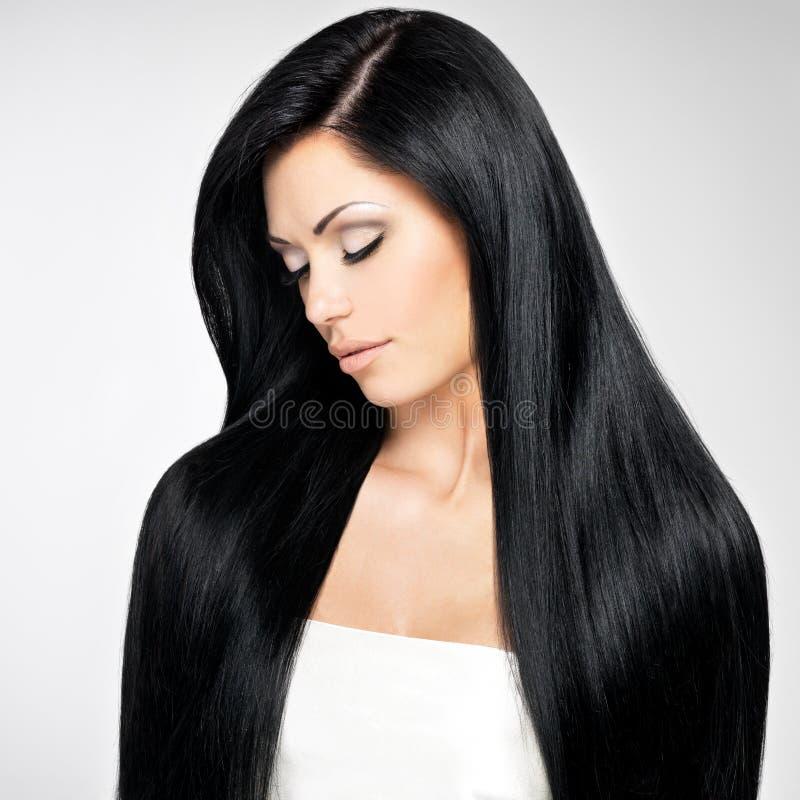 Mulher bonita com cabelos retos longos fotos de stock