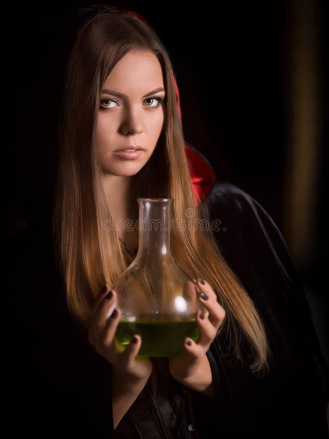 Mulher bonita com casaco preto fotografia de stock