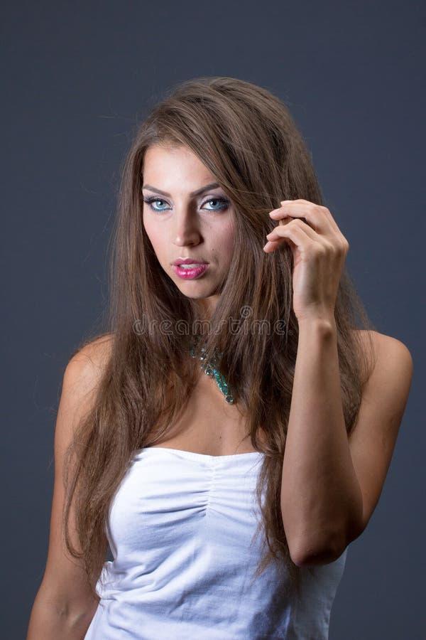 Mulher bonita com colar fotografia de stock royalty free