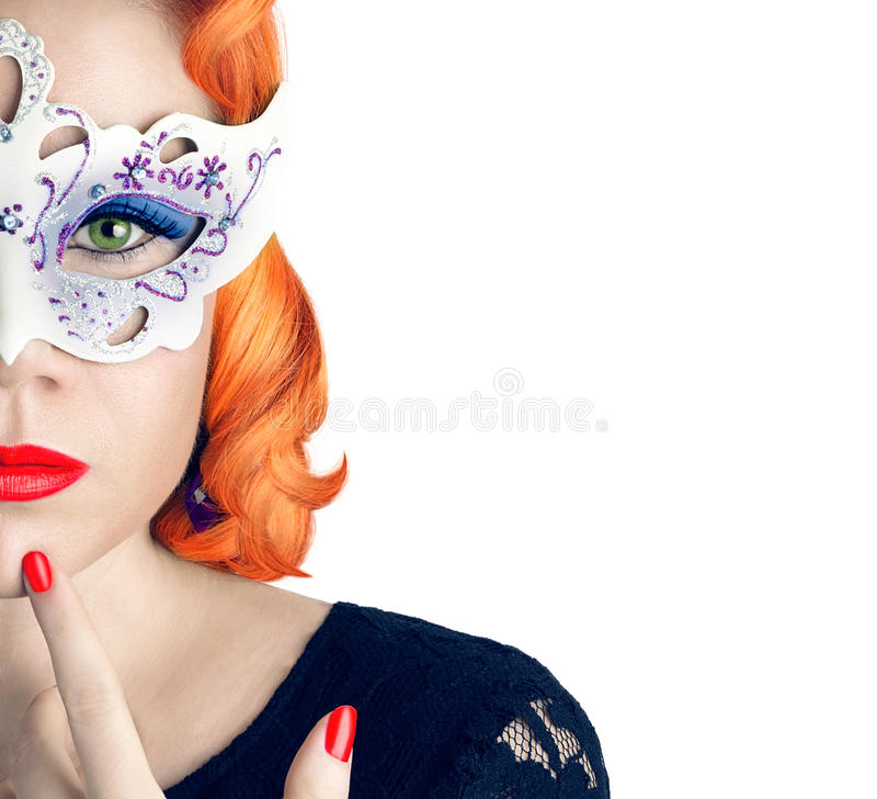 Mulher bonita com composição da máscara e da noite imagens de stock