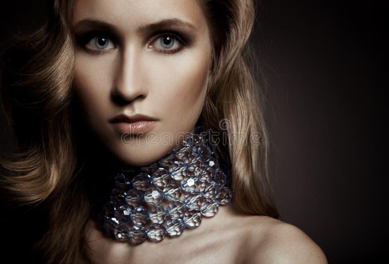 Mulher bonita com composição da noite. fotografia de stock royalty free