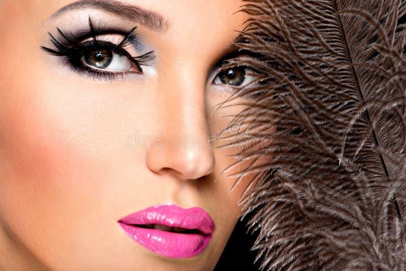 Mulher bonita com composição profissional brilhante imagem de stock