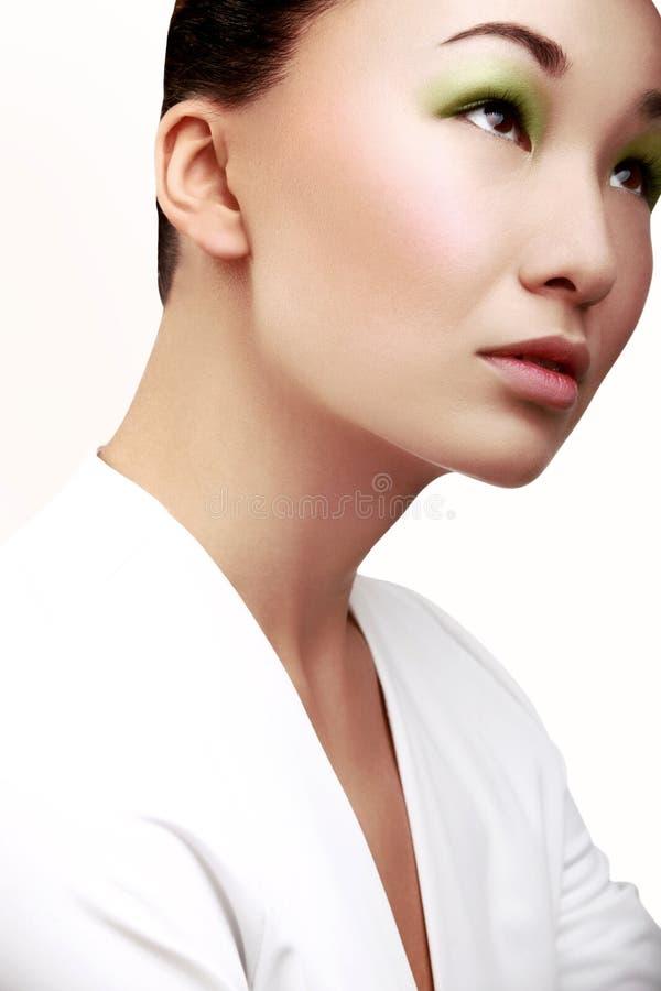 Mulher bonita com composição verde da forma. imagem de stock royalty free