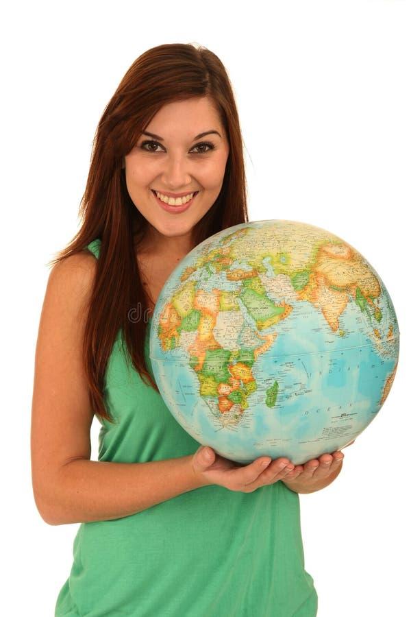 Mulher bonita com globo do mundo foto de stock