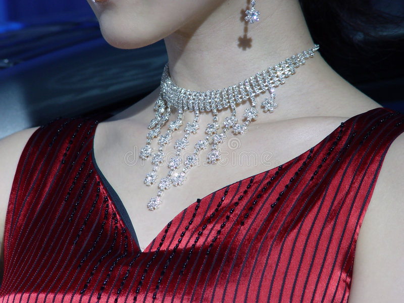 Mulher bonita com jóia fotos de stock royalty free
