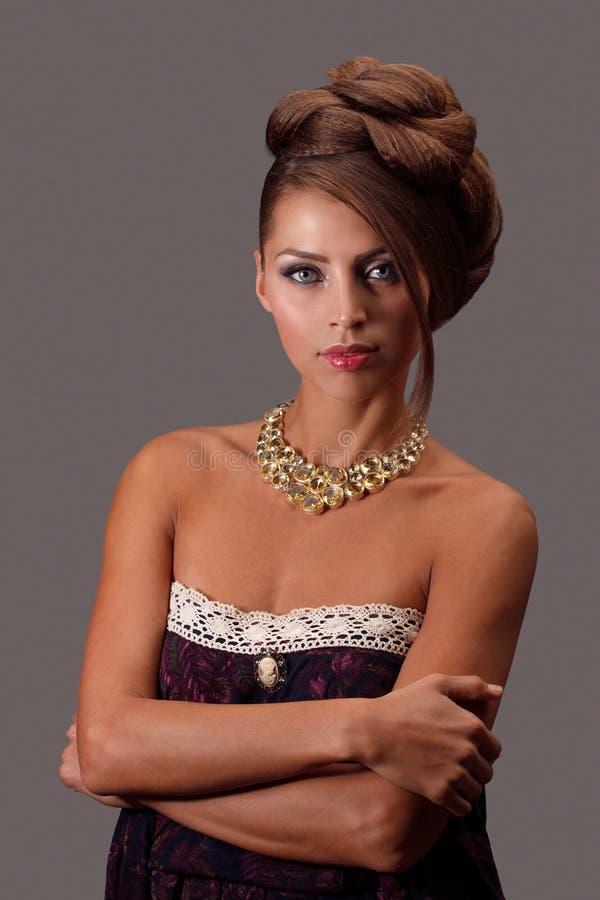 Mulher bonita com jóia fotos de stock
