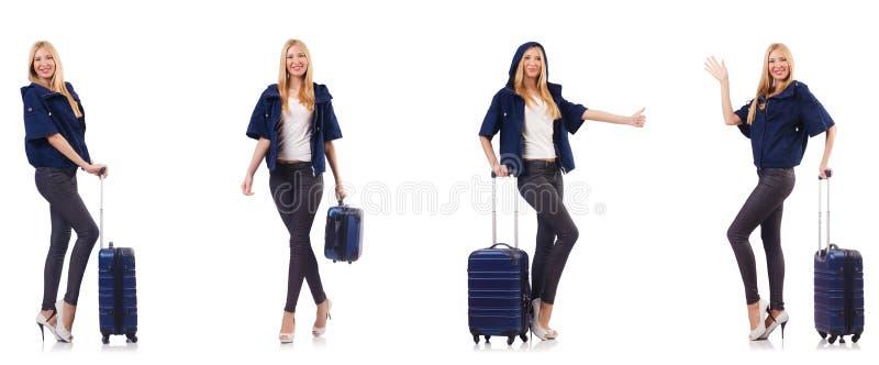 A mulher bonita com a mala de viagem no conceito das f?rias fotos de stock